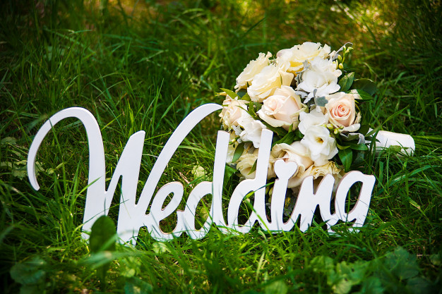 A checklist of things where we can use wooden flowers at a wedding!